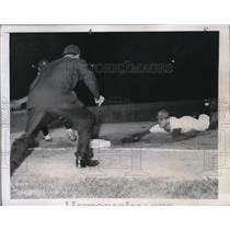 1947 Press Photo Athletics' Eddie Joost vs Detroit Tigers at Shibe Park, A's won