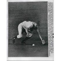 1959 Press Photo Phillies Shortstop Joe Koppe Drops Braves Hit In 2nd Inning