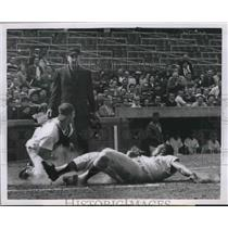 1953 Press Photo Phillies Wes Covington Attempts To Score From 1st On Don Koak