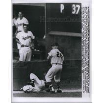 1960 Press Photo Pete Whisenan falls to ground, Bob Allison, 26, throws the ball