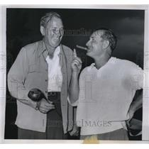 1950 Press Photo Pete Harris and Cardinals pitcher Dizzy Dean - nes02354