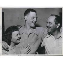 1951 Press Photo Phillies new shortstop Ted Kazanski & his parents - nes01793