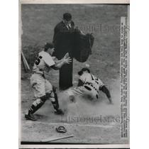 1951 Press Photo Pete Suder of Philadelphia Scores, Frank Sacka of Washington