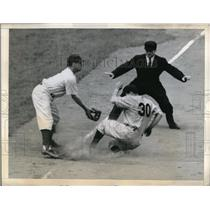 1943 Press Photo Ryan of Boston Braves & Umpire Conlan Ebbets Field - nes00399