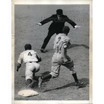 1943 Press Photo Giants Center Fielder Johnny Rucker #3 & Dolph Camilli Brooklyn