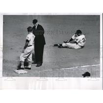 1955 Press Photo Cleveland Indians' Ferris Pain, Baltimore's Willie Mirando