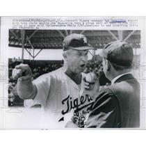 1961 Press Photo Detroit Tigers Bob Scheffing Argues with Umpire Joe Paparella