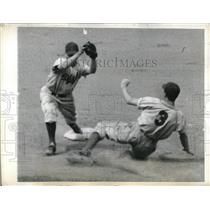 1943 Press Photo Johnny Rucker Giants Out at 2nd by Glossop Brooklyn - nes00400