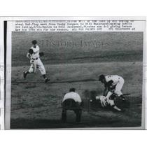 1960 Press Photo Bob Will Cubs Out Trying To Steal 2nd By Bill Mazeroski Pirates