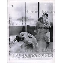 1963 Press Photo Dick Smith Mets Safe At 3rd Marv Breeding Senators Exhibition