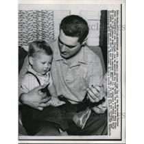1958 Press Photo Joey Jay Pitcher Milwaukee Braves Son Stephen Middletown Home