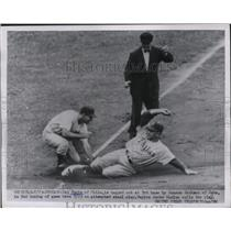 1954 Press Photo Del Ennis of Phillies Tagged Out by Ransom Jackson of Cubs