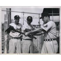1957 Press Photo Cardinals Manager Fred Hutchinson Instructs Harry Walker