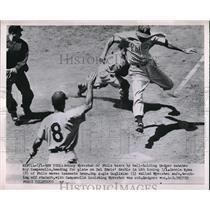 1952 Press Photo Johnny Wyrostek Phillies Scores Run Roy Campanella Dodgers MLB