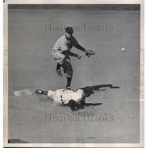 1950 Press Photo Al Rosen Indians Out At 2nd By Ed Stanky Giants MLB Game