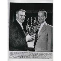 1955 Press Photo Tigers Shortstop Harvey Kuenn Awarded Most Outstanding Athlete