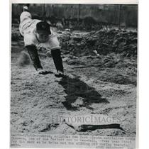 1950 Press Photo Bobby Thomson Outfielder Giants Sliding Pit Spring Training MLB