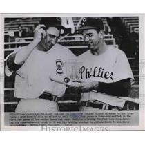 1952 Press Photo Phillies pitcher Jim Konstanty & Cubs Hank Sauer in Chicago