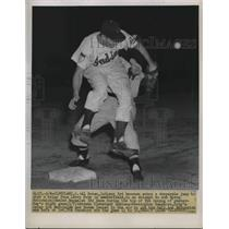 1951 Press Photo Al Rosen of Indians make a jump to stab a relay from Larry Doby