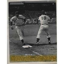 1949 Press Photo Johnny Lindell of Yankees is Safe, Ted Kluszewski of Reds
