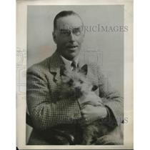 1932 Press Photo Warwick Deeping English Novelist Sitting In Chair With His Dog