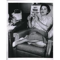 1958 Press Photo Mrs. Lois Grant, 27, won $1,000 in prizes