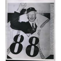 1951 Press Photo Connie Mack of Athletics Baseball Team celebrate 88th Birthday.