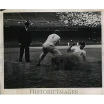 1944 Press Photo Doc Cramer Detroit Slides Into Third Phillies Vs. Tigers