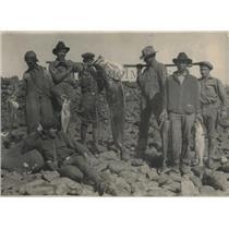 1923 Press Photo Bill Knox, Cecil Miller, E Hudson, Sea Bass Fishing Gulf Mexico