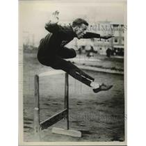 1928 Press Photo Steve Anderson, star American hurdler, takes his first practice
