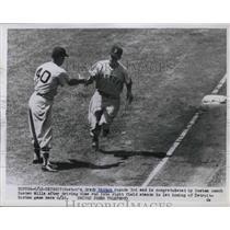 1954 Press Photo Boston's Grady Hatton congratulated by Boston coach Buster
