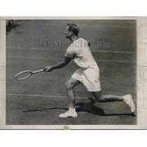 1929 Press Photo Johnny Doeg of America in 49th Longwood Bowl Men's Single.