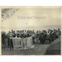 1934 Press Photo Miami Beach, Fla beach goers enjoy snowball fightt Villa Venice