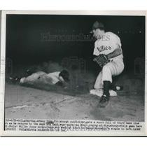 1950 Press Photo Johnny Hopp, Pittsburgh outfielder sliding face 1st to 3rd