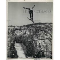 1939 Press Photo Laurence Maurin of Milwaukee Wis. in Ski race. - nes04362