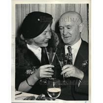 1952 Press Photo Martha Schikora and her 65-year-old husband J. M. Henderson