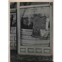 1941 Press Photo The Glass Bar after vandals threw bricks through the window