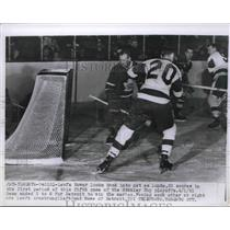 1961 Press Photo Detroit Lunde scores in 5th game of the Stanley Cup Playoffs.
