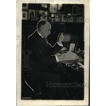 1918 Press Photo John Hays Hammond, famous mining engineer, in his workroom in