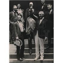 1920 Press Photo Warren Harding, Theodore Roosevelt, Jr. Wave At Crowds