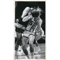 Press Photo Tom Meschery of Sonics Runs Into Tom Van Arsdale of Royals