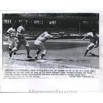 1956 Press Photo Dave Philley, Chicago White Sox, Vic Wertz, Cleveland Indians