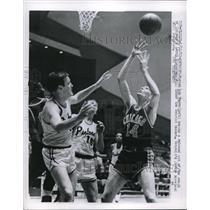 1963 Press Photo Bob Perry, J Moreland Detroit Pistons, Larry Staverman, Chicago