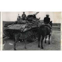 1967 Press Photo National Guardsmen & tanks hunt Spanish-American guerrillas