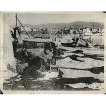 1930 Press Photo Common Fishermen Mend Nets on French Riviera In Cannes Harbor