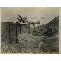1927 Press Photo Asst FA Freeley reading instrument in solar observatory