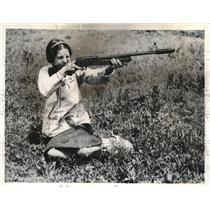 1937 Press Photo Mrs ML Smythe Takes Part In Skeet Shoot At Remington Gun Club