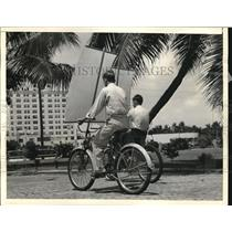 1938 Press Photo Miami, Fla two cyclists along the Bayfront