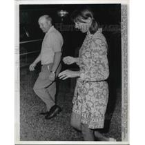 1970 Press Photo Apollo 12's wife Jane Conrad with Al Brady at Lovell's house