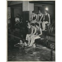1927 Press Photo Bathing Girls
